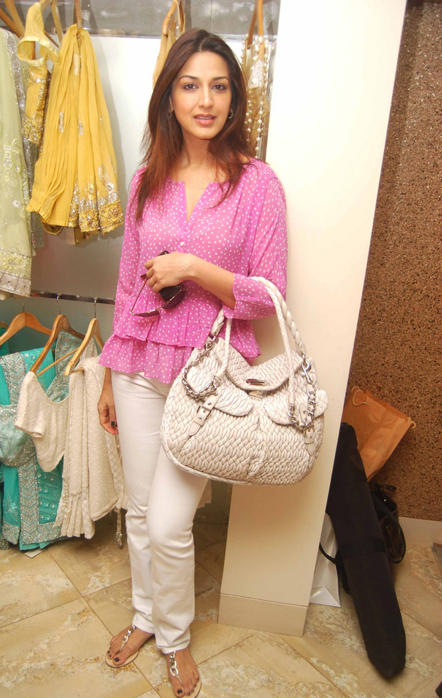 Think, what sonali bendre i broest excellent
