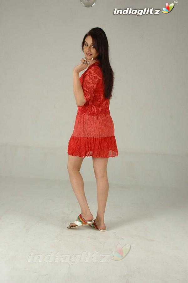 Sonia Agarwal's Feet << wikiFeet