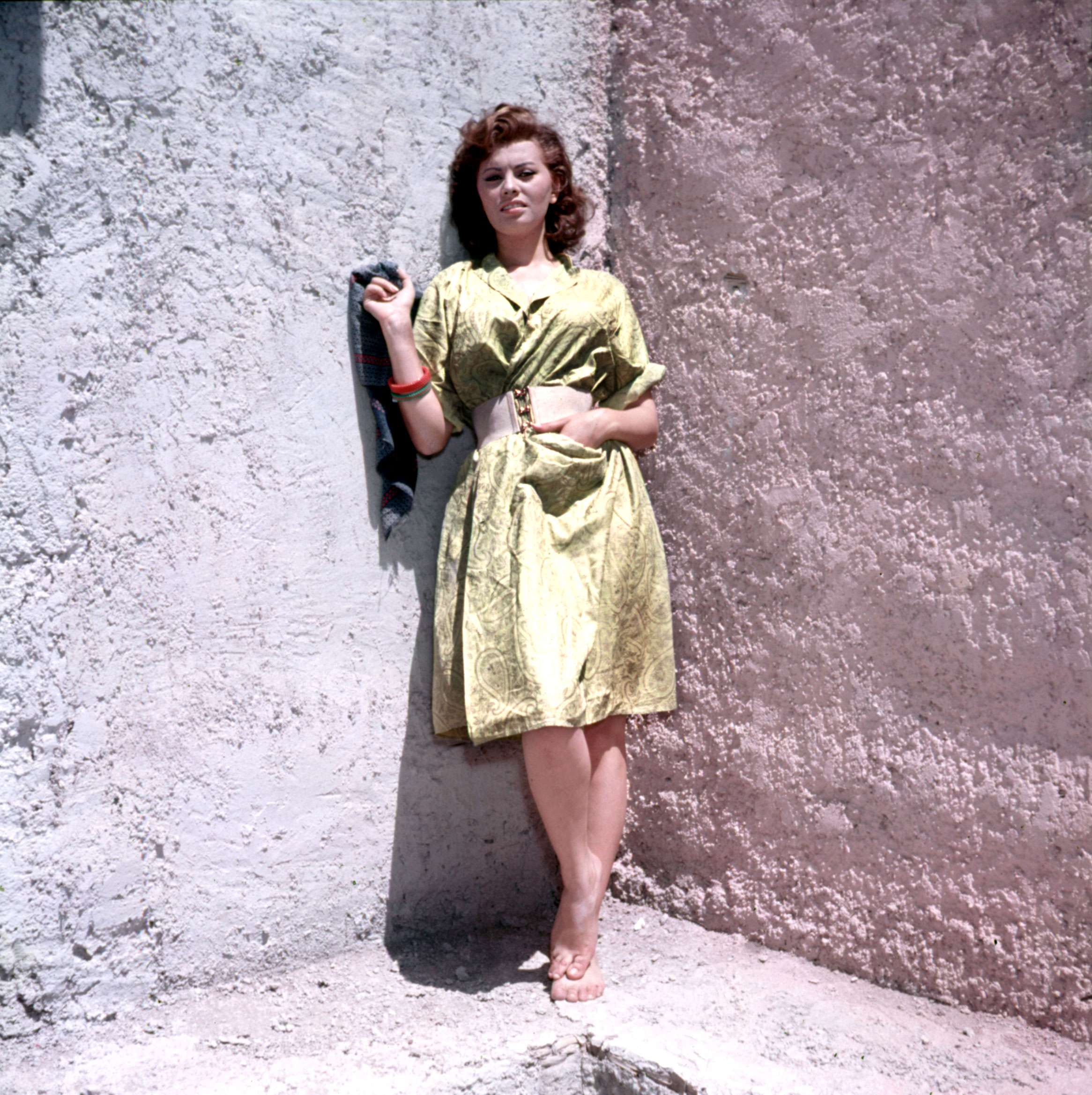 https://pics.wikifeet.com/Sophia-Loren-Feet-281770.jpg