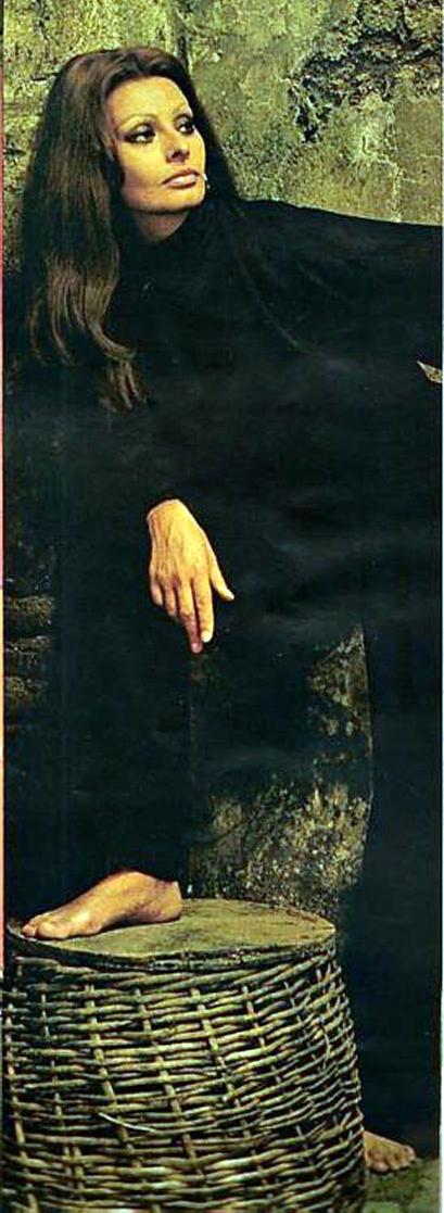 https://pics.wikifeet.com/Sophia-Loren-Feet-688353.jpg