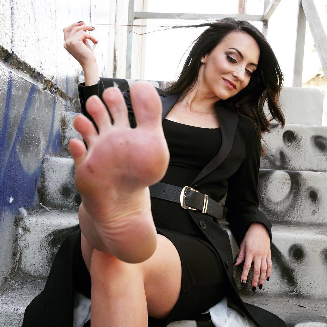 stella liberty feet