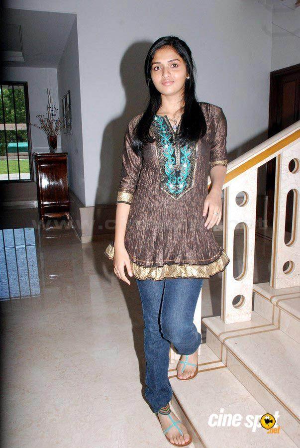 Sunaina's Feet << wikiFeet