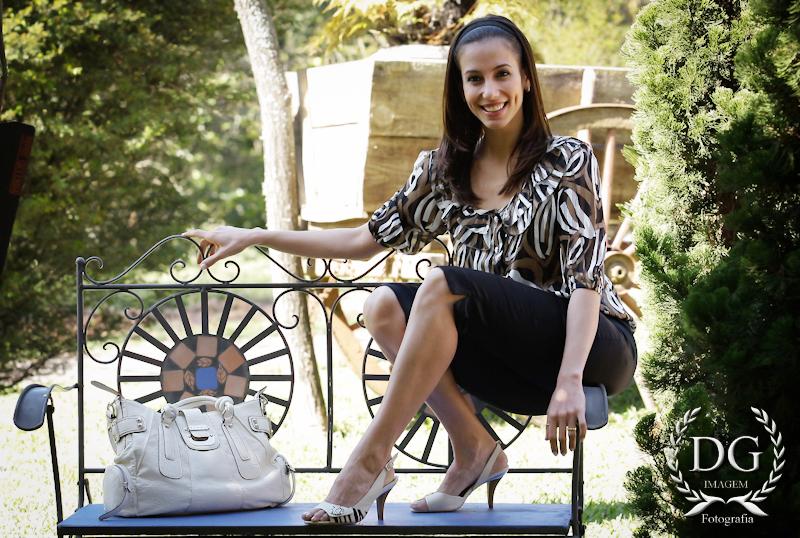 http://pics.wikifeet.com/T%C3%A2nia-Khalil-Feet-557334.jpg