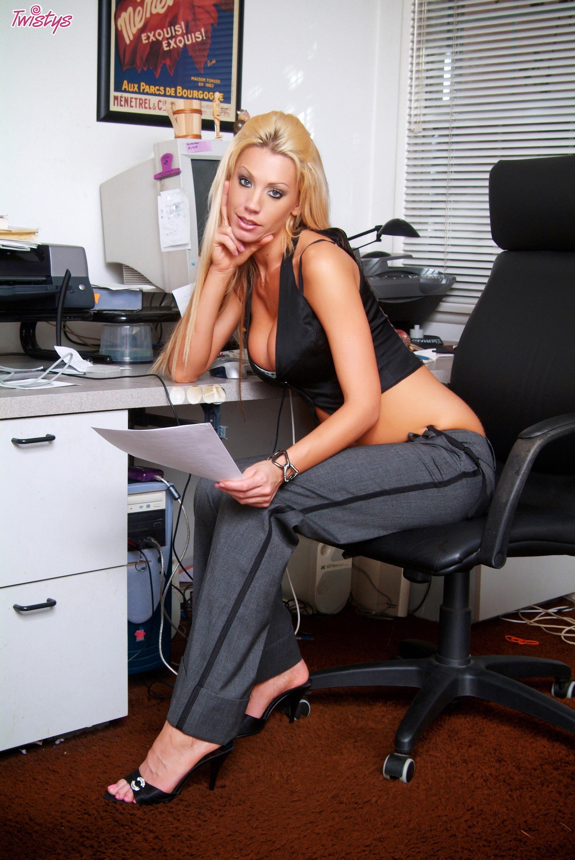 Раздевание в офисе 15 фотография