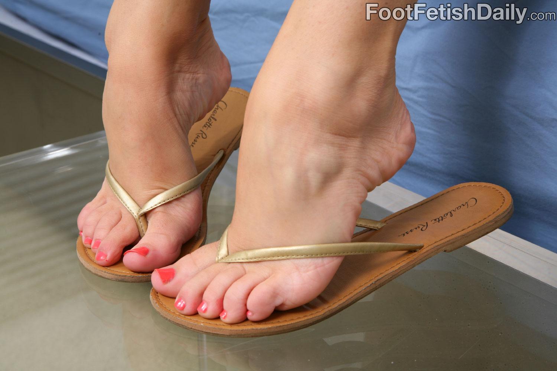 Buy levi's men's jurupa bi color flip flops online