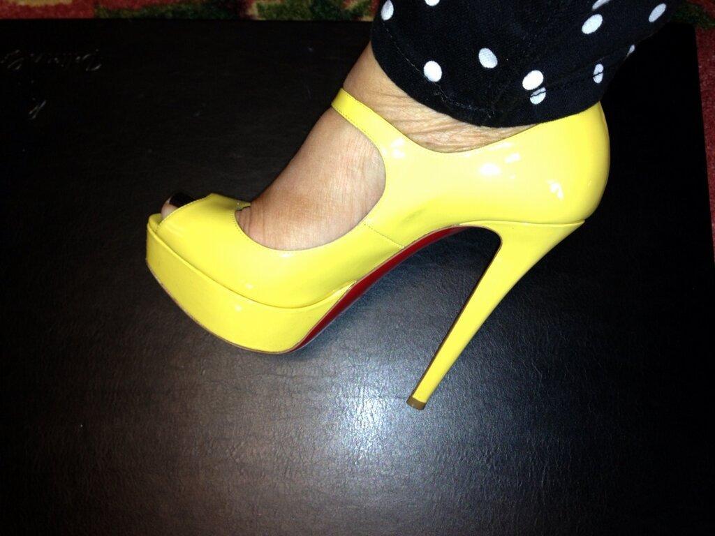 Theresa Caputo Feet