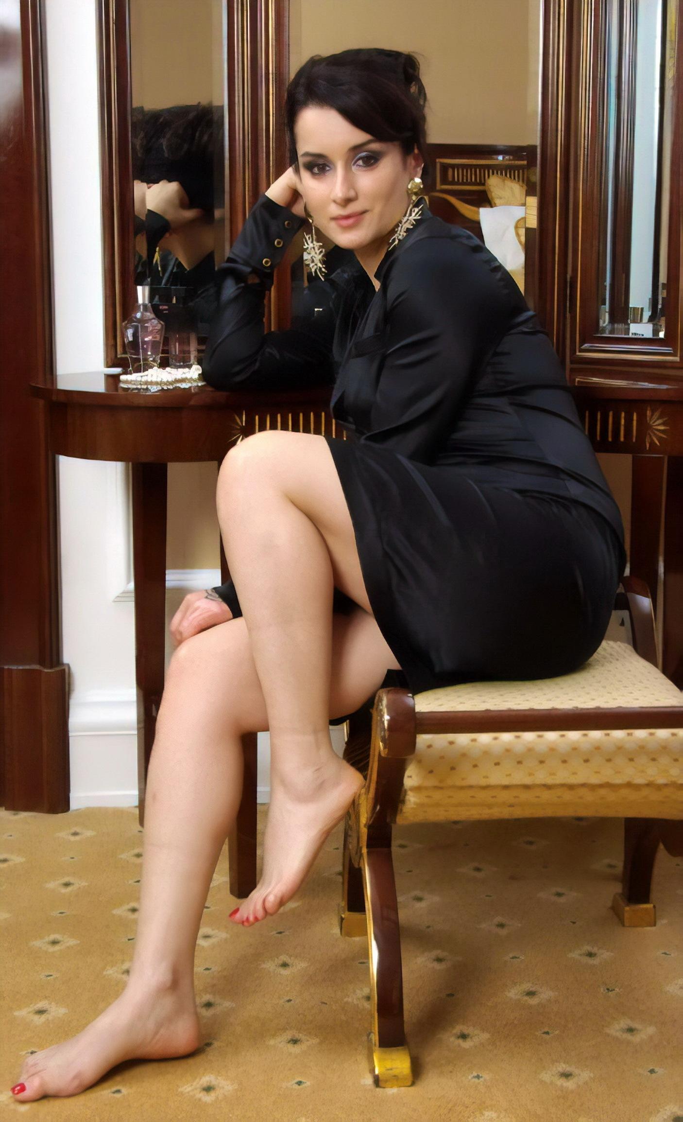 https://pics.wikifeet.com/Tina-Kandelaki-Feet-3531804.jpg