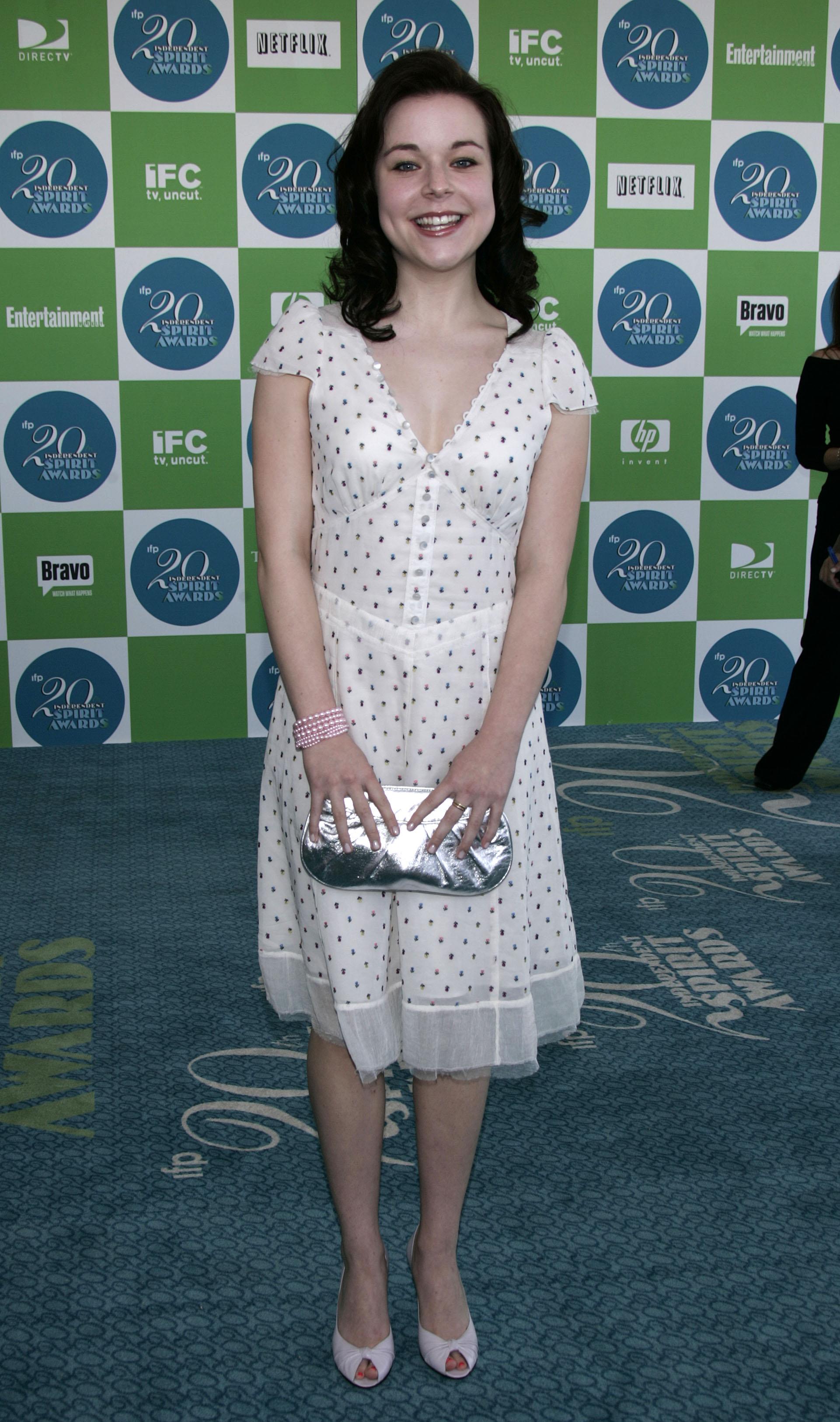 http://pics.wikifeet.com/Tina-Majorino-Feet-135386.jpg
