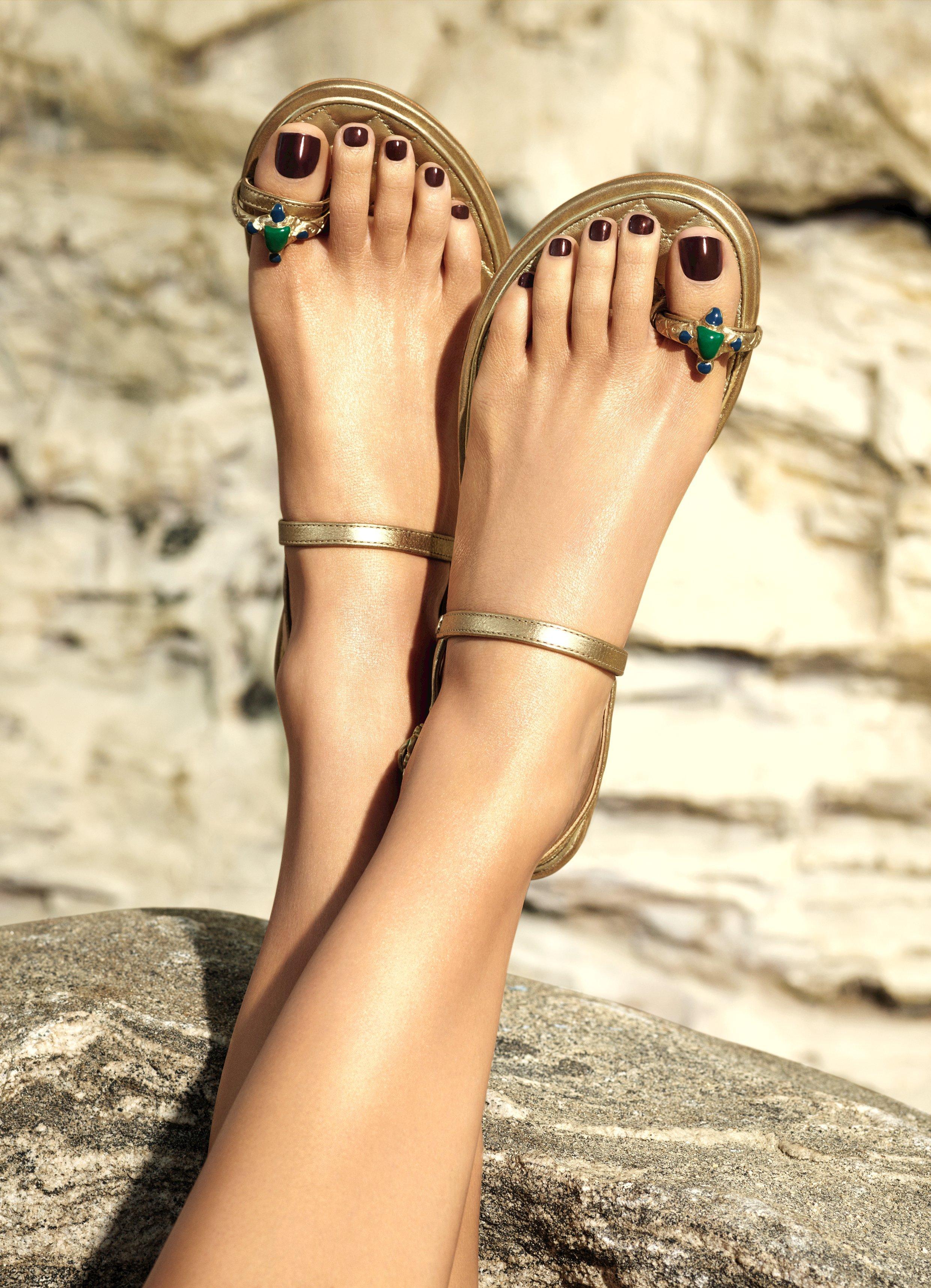 Feet Vanessa Axente