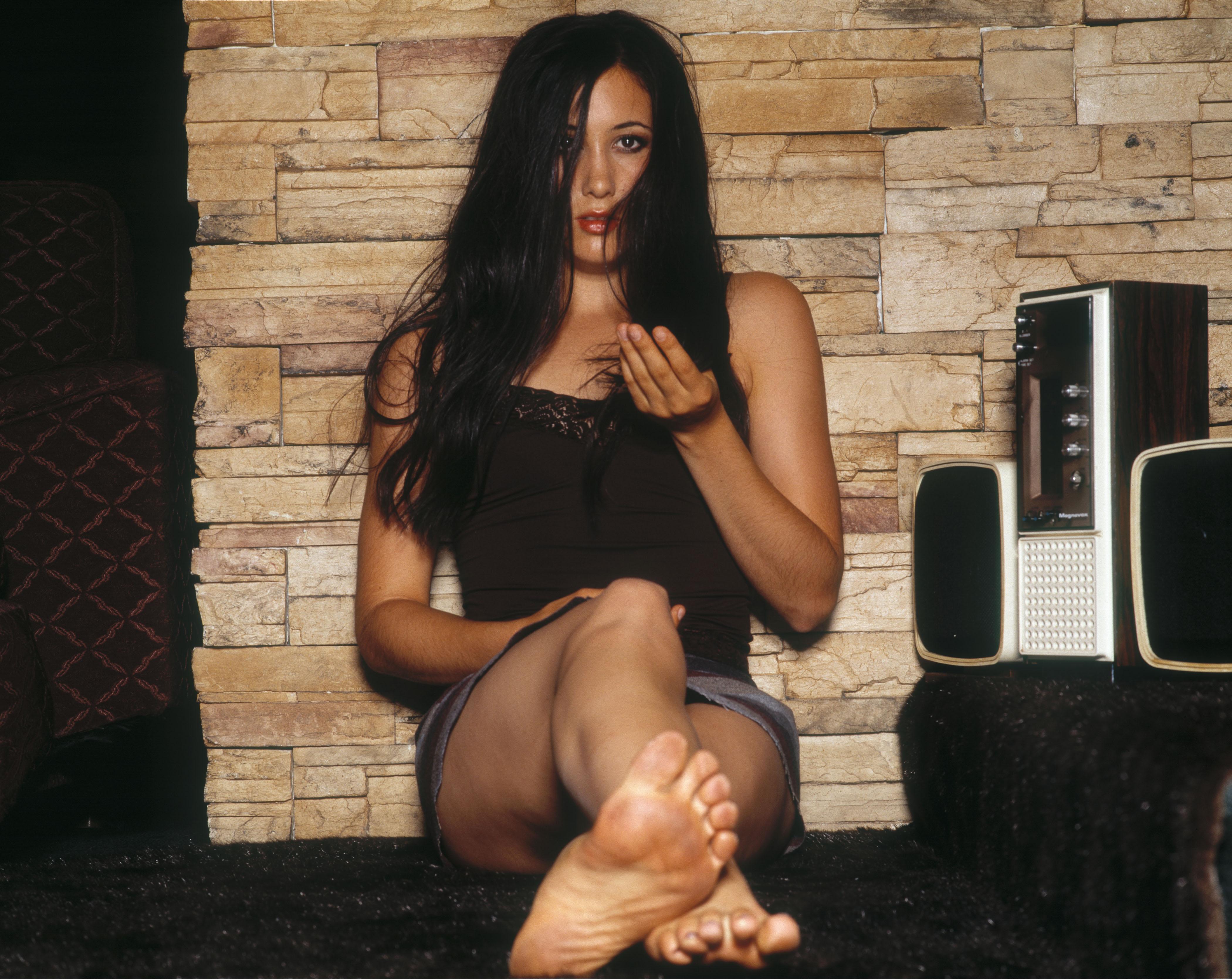 Raven hot mature wrinkled soles 9
