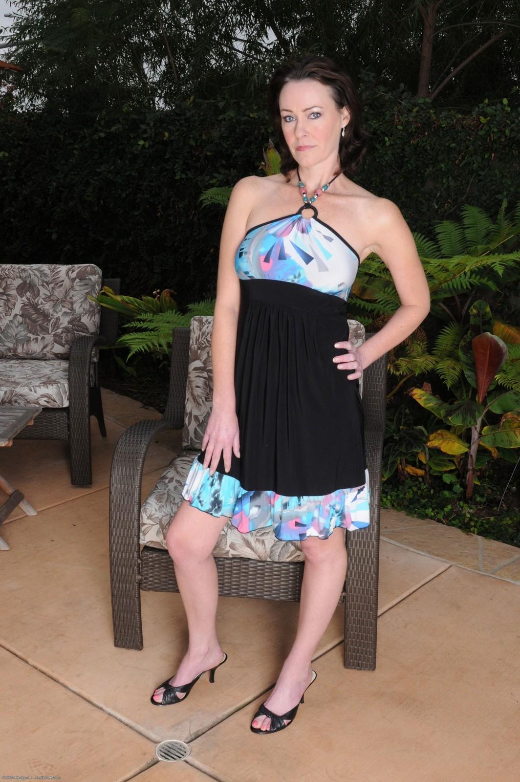 Veronica Snow Feet (16 photos) - celebrity-feet.com