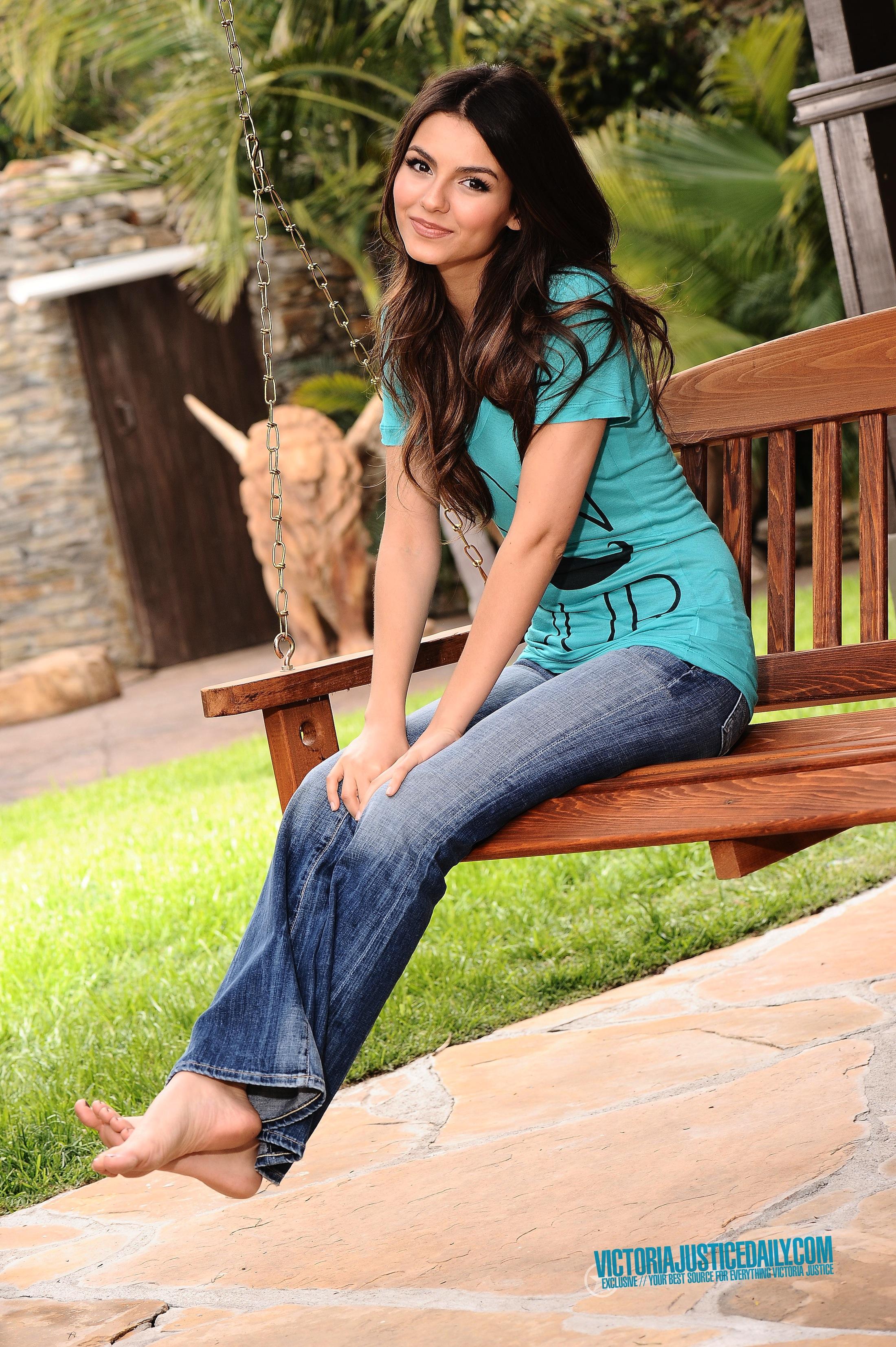 https://pics.wikifeet.com/Victoria-Justice-Feet-413203.jpg