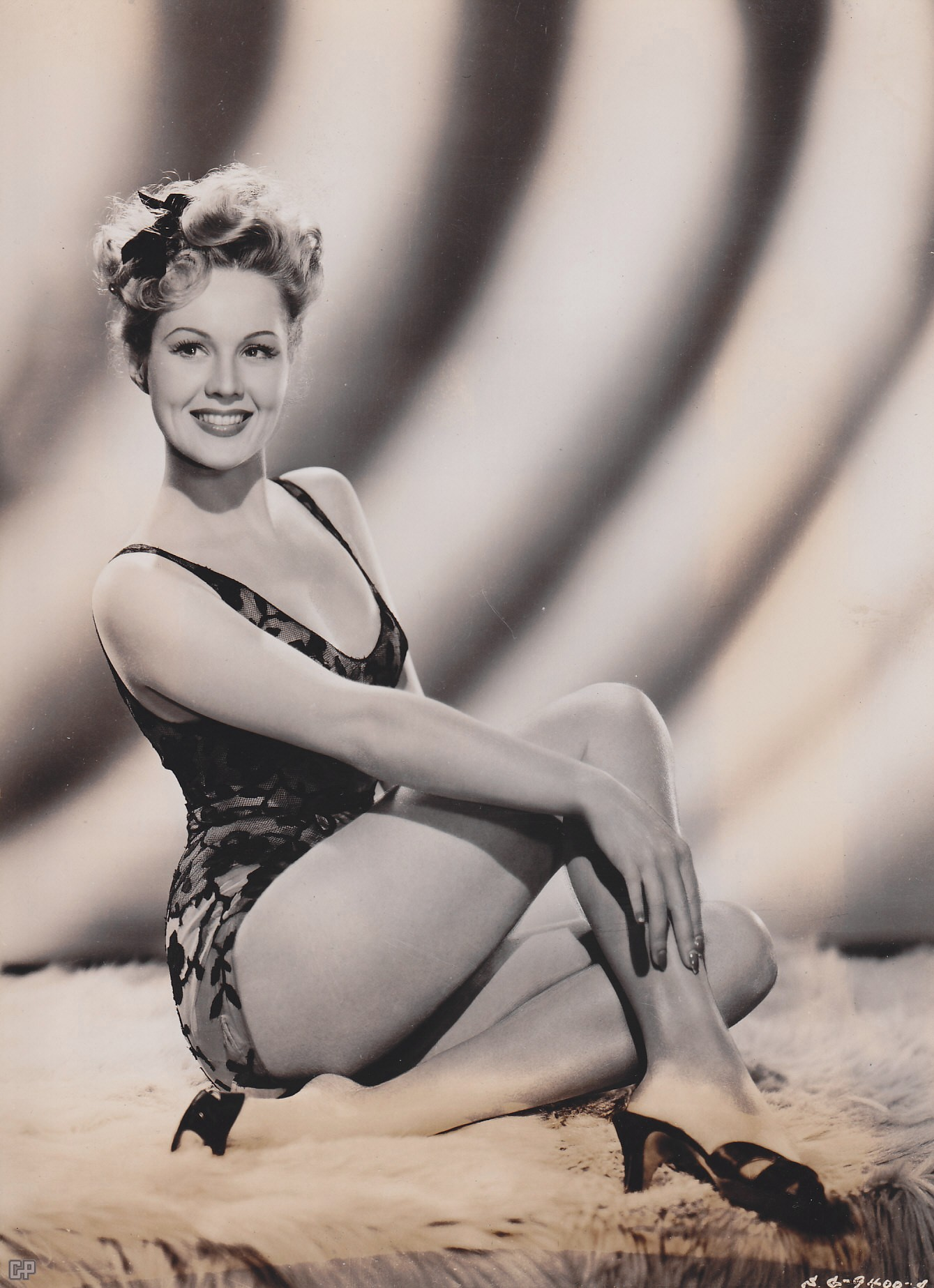 Paper New Model: Virginia Mayo Wallpaper Hot