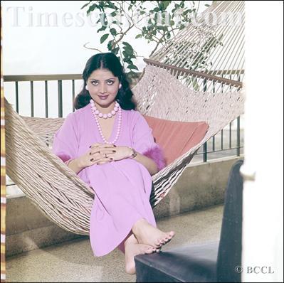 Митхун Чакраборти  и Йогита Бали - Страница 3 Yogeeta-Bali-Feet-599125