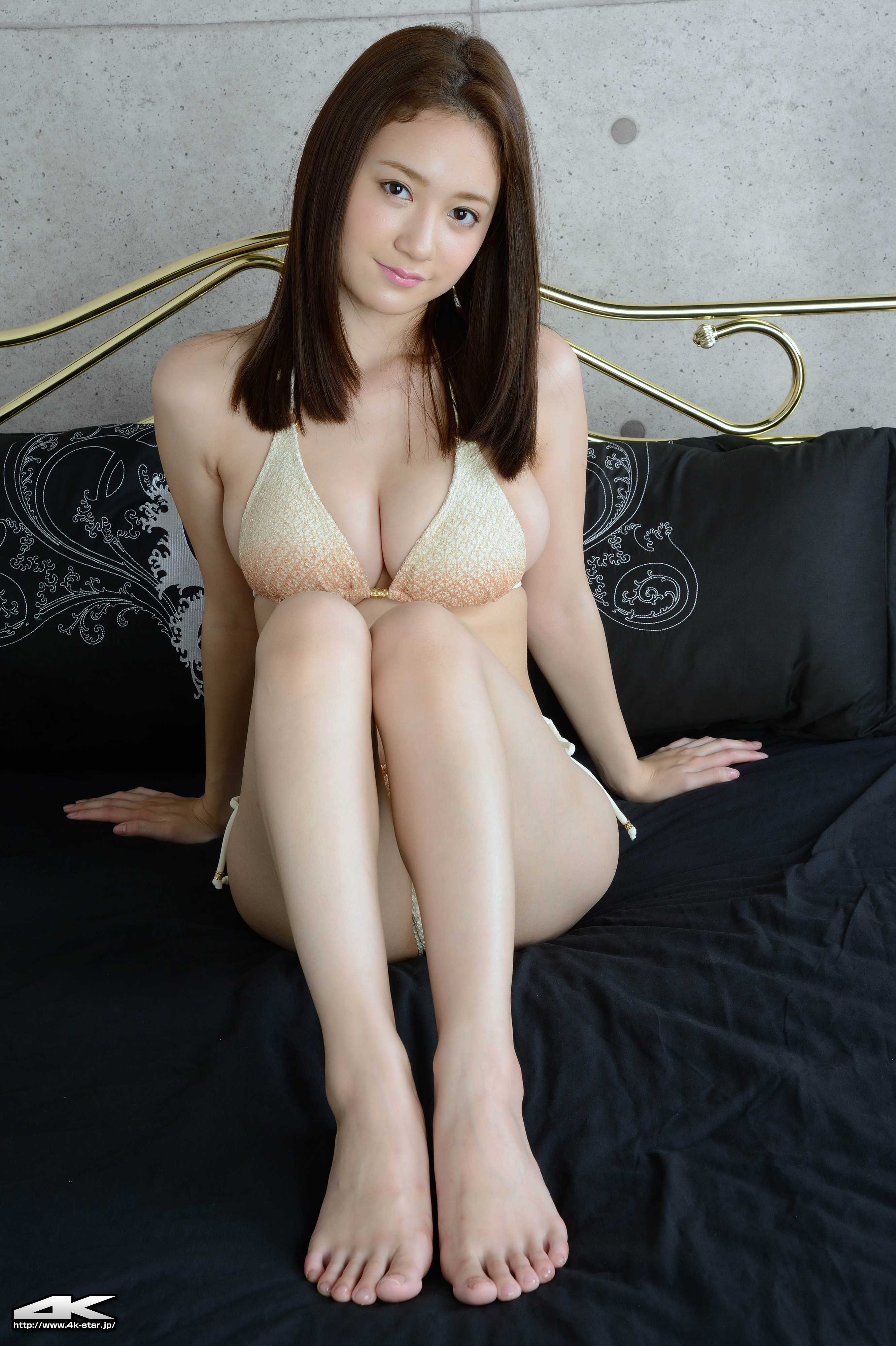 lapaz asian girl personals For those of asian descent looking for a date, love, or just connecting online, there's sure to be a site here for you while most don't offer as many features as the most widely-known top dating sites, all seven sites focus entirely on people in asia or those who want to date someone asian.