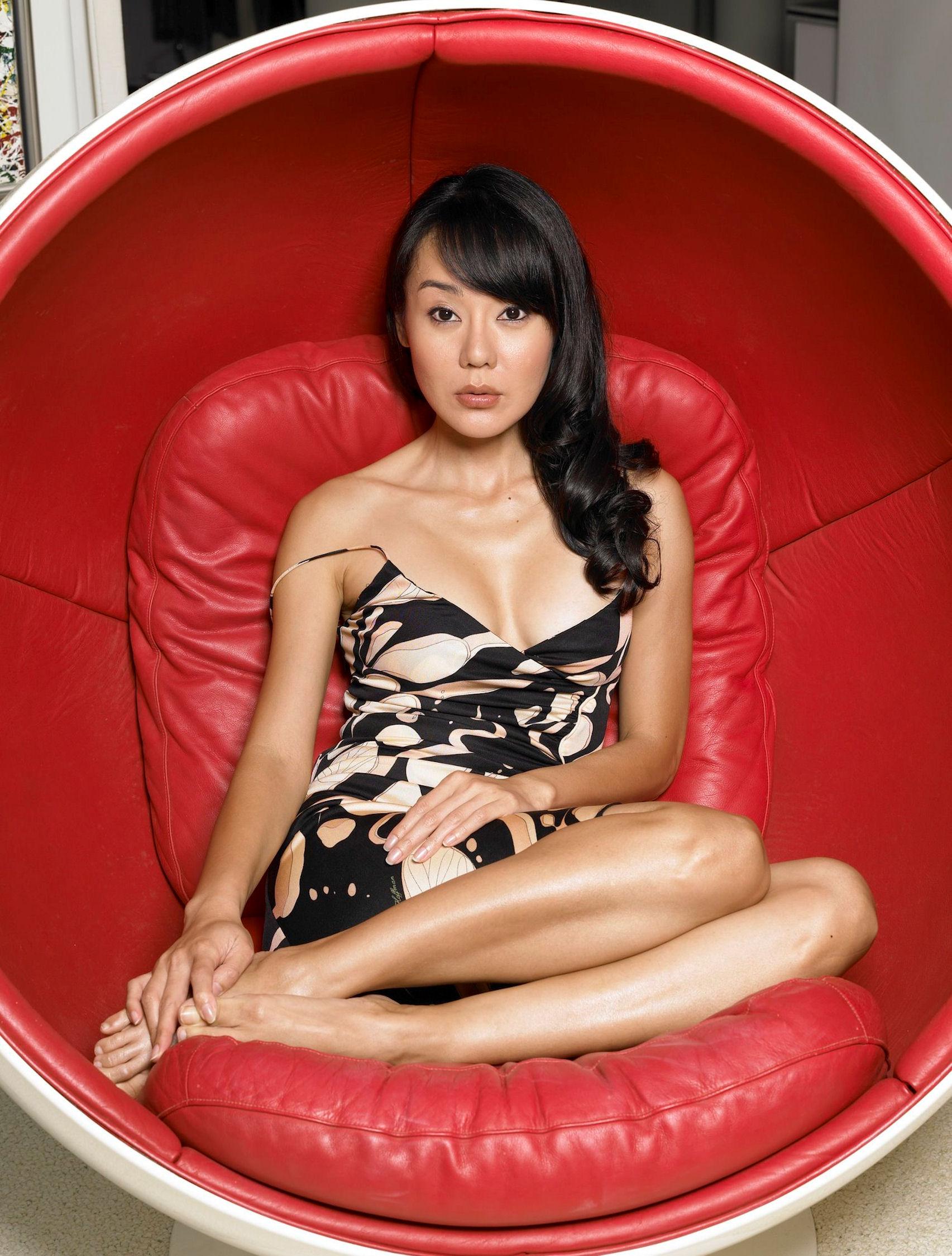 https://pics.wikifeet.com/Yunjin-Kim-Feet-33046.jpg