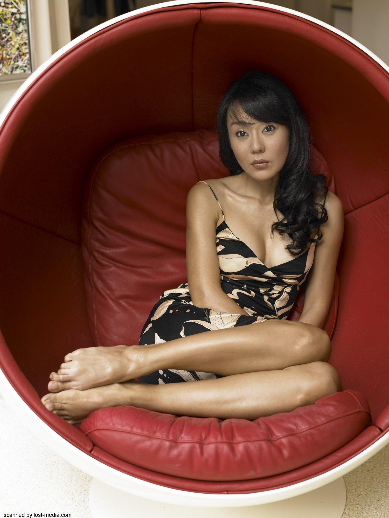 https://pics.wikifeet.com/Yunjin-Kim-Feet-33049.jpg