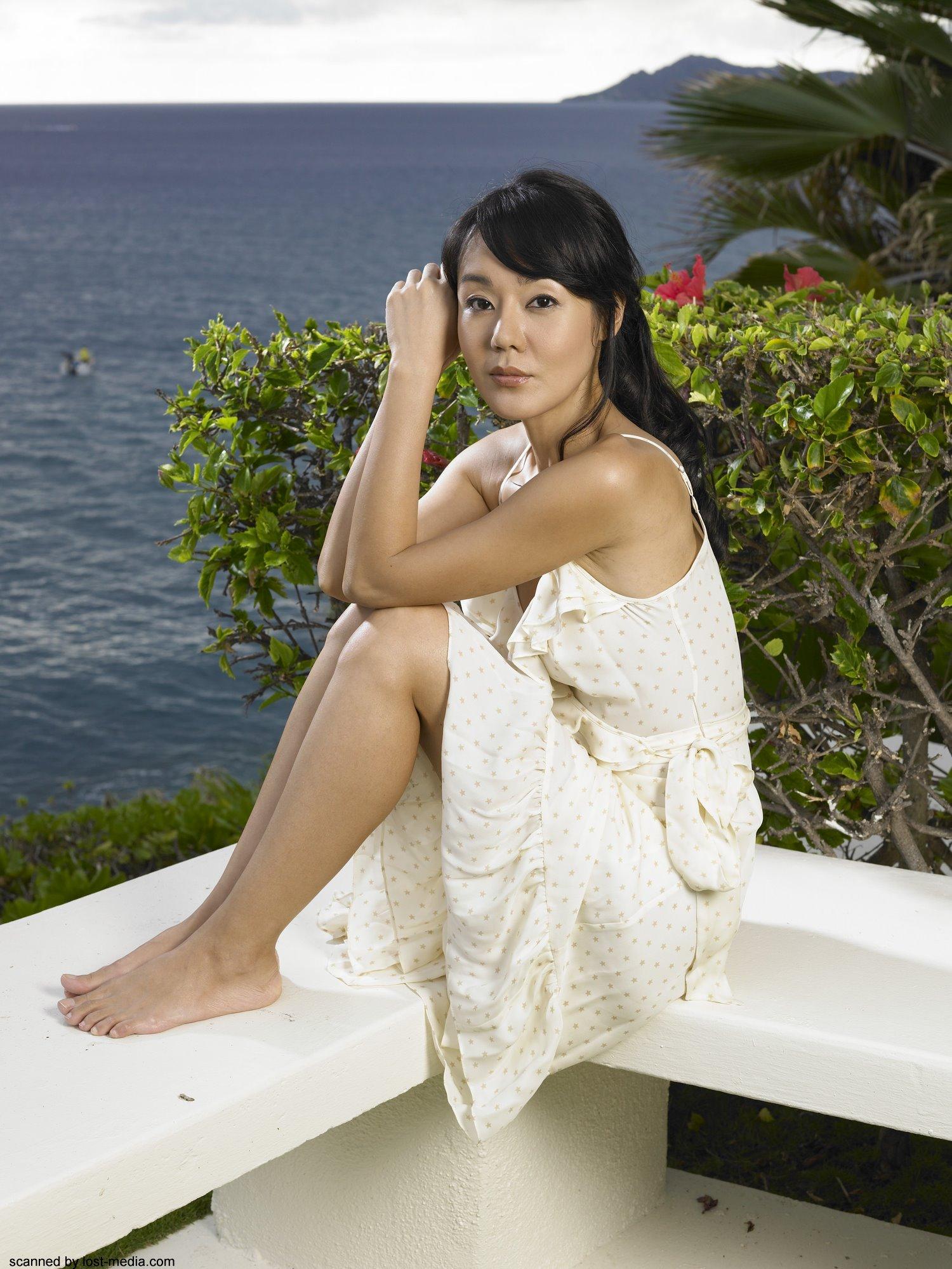 https://pics.wikifeet.com/Yunjin-Kim-Feet-33051.jpg