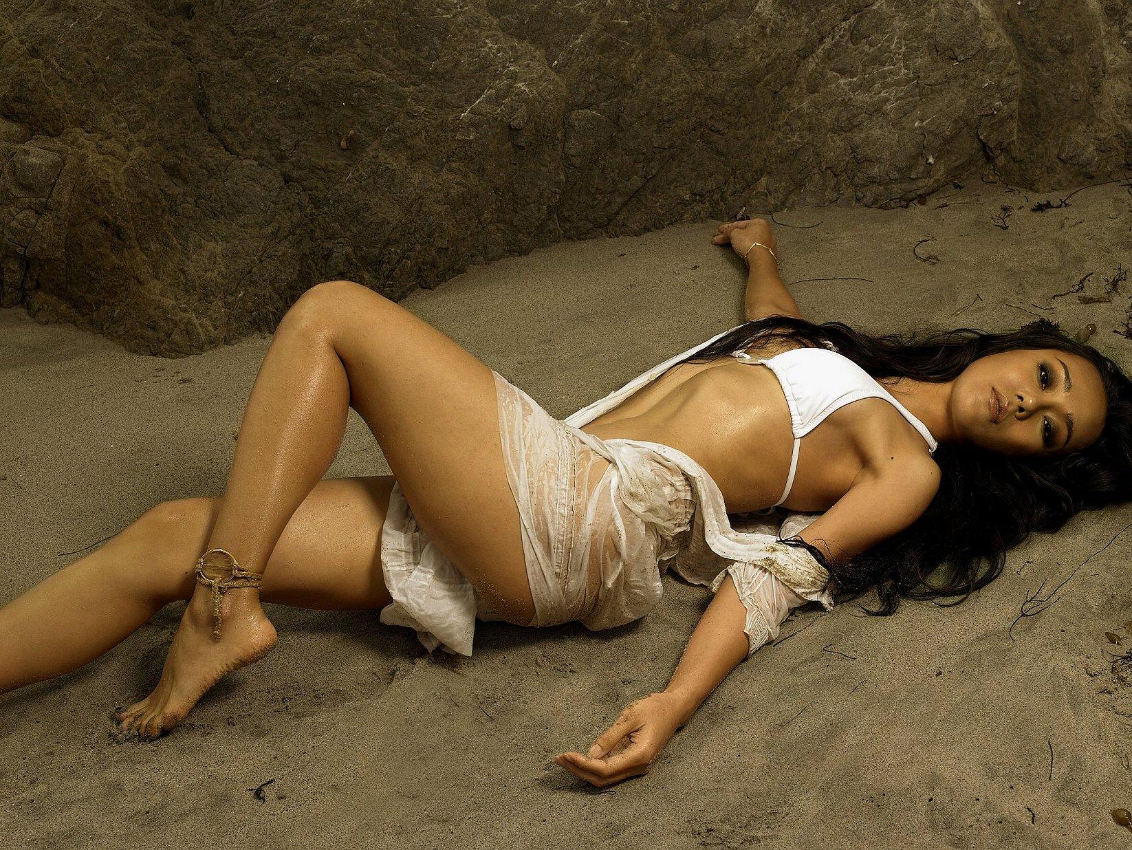 https://pics.wikifeet.com/Yunjin-Kim-Feet-599812.jpg