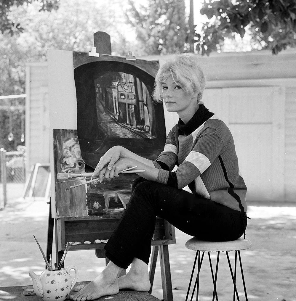 https://pics.wikifeet.com/Yvette-Mimieux-Feet-1642532.jpg