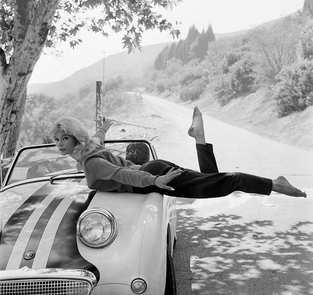 https://pics.wikifeet.com/Yvette-Mimieux-Feet-3421921.jpg