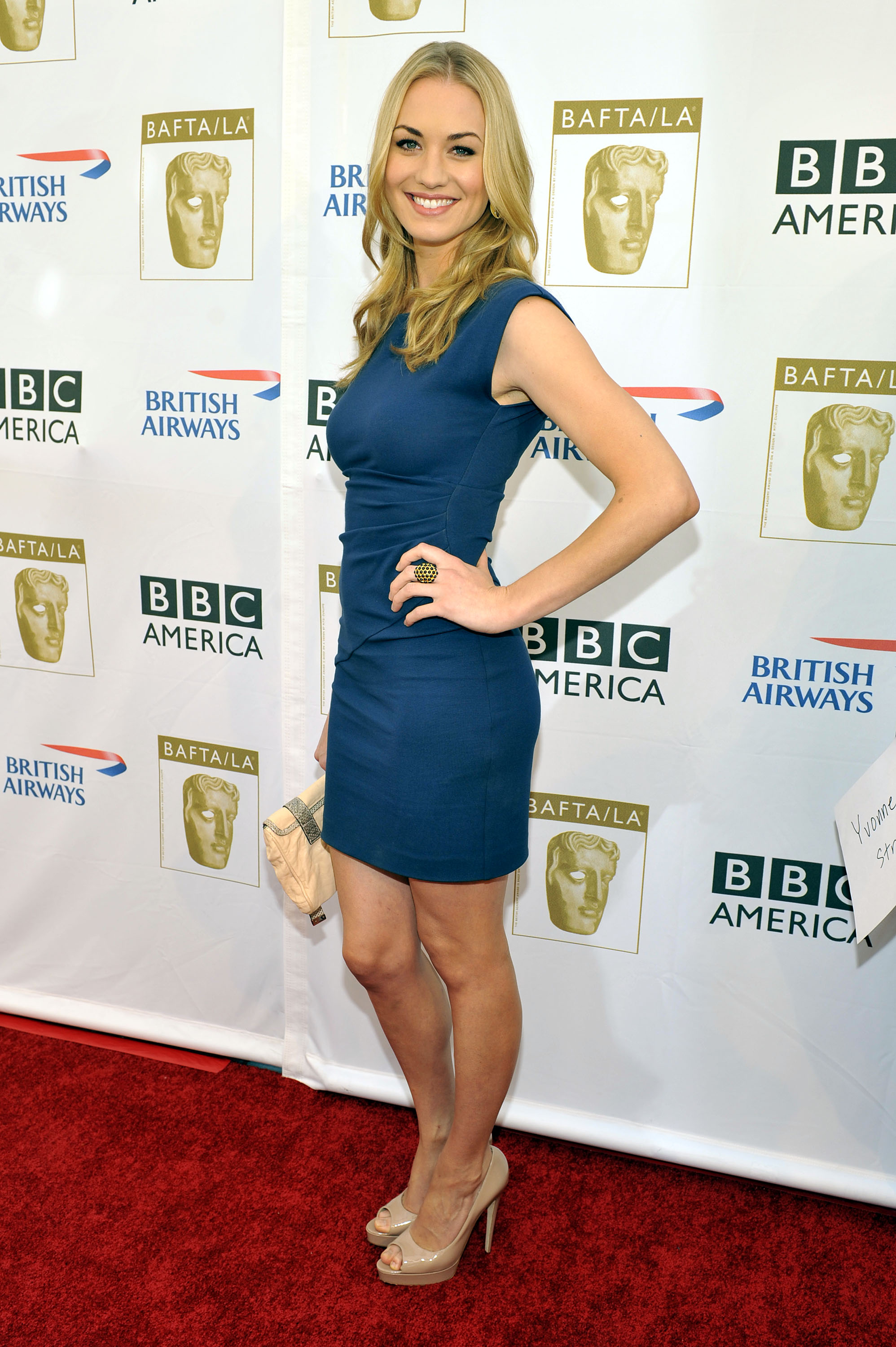 Yvonne Strahovski Height and Weight Stats - PK Baseline- How ...