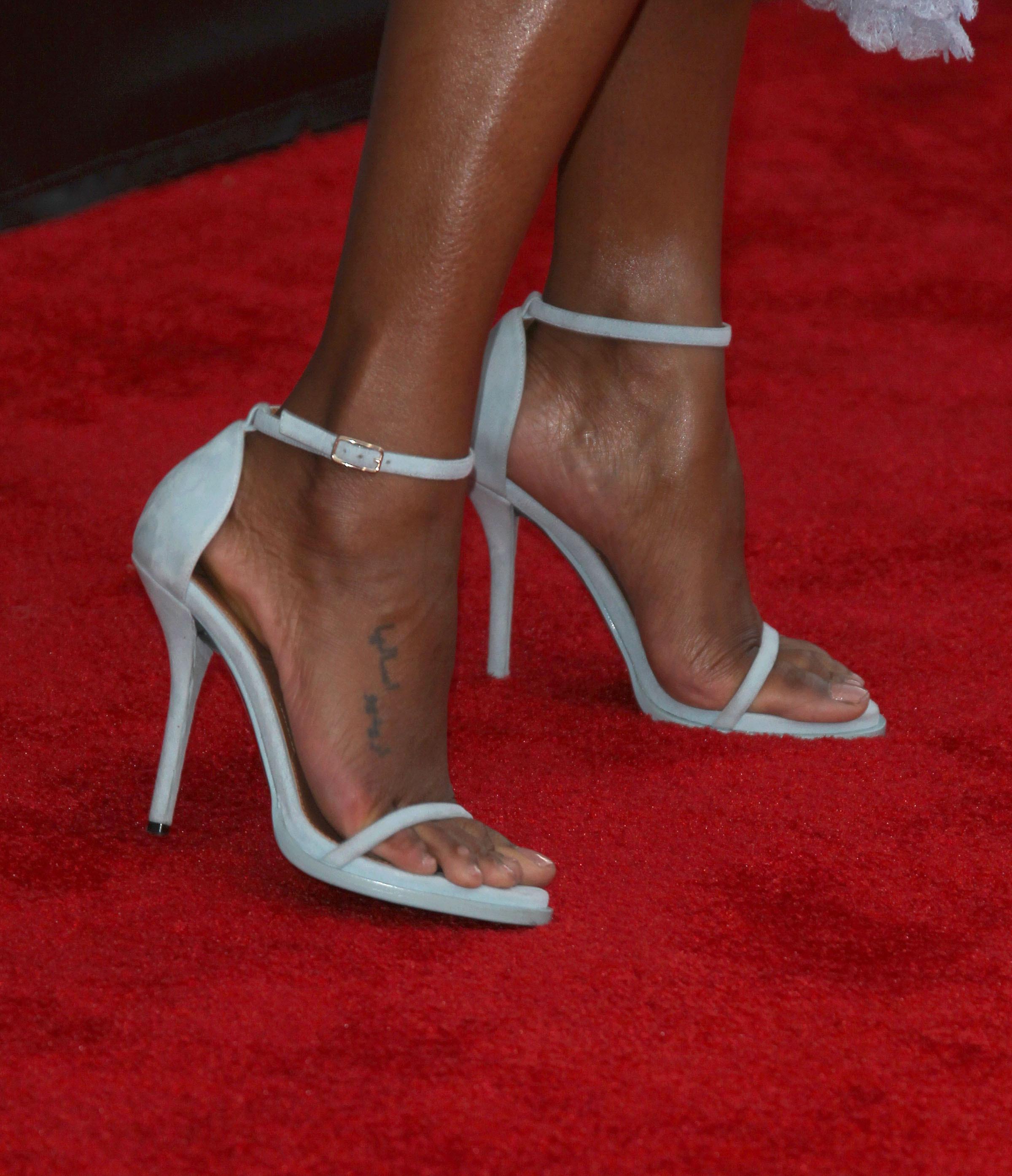 zoe saldana feet