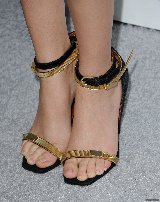 Zoey Deutchs Feet