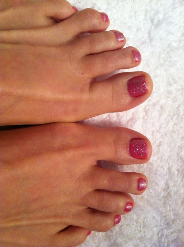 zoey holloway feet